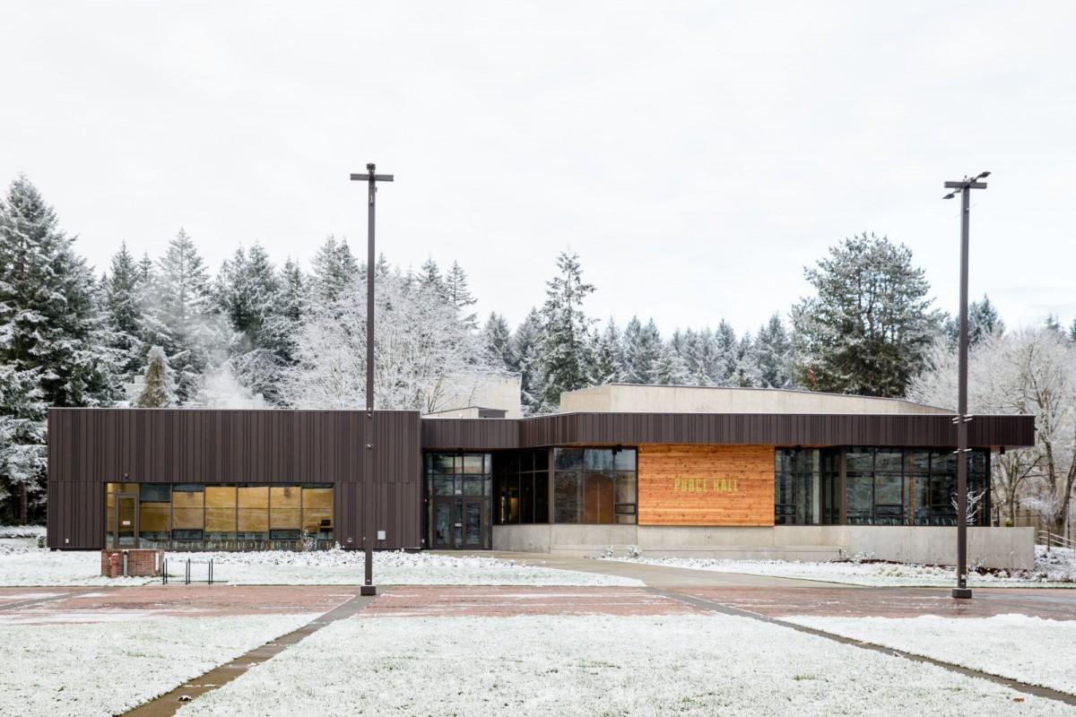 2016 snow campus daytime-41